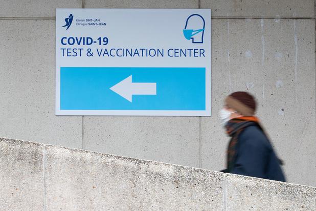 'Nee, het is geen goed idee om eerst jongeren te vaccineren'