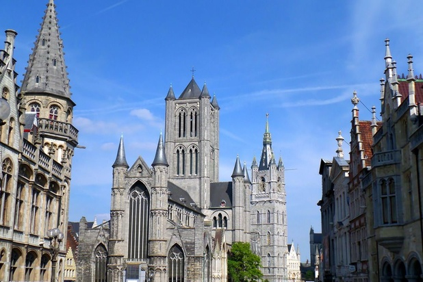 Gand: découverte des restes de plusieurs nouveaux-nés dans la cathédrale Saint-Bavon