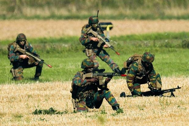 """L'armée invite des candidats sous-officiers à une """"initiation"""" de trois jours"""