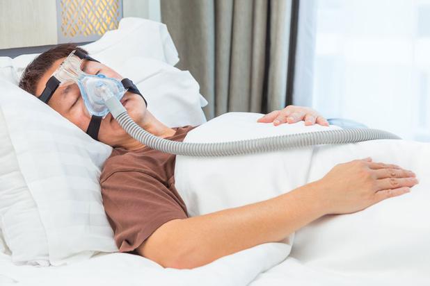 Machines in de slaapkamer: hoe wen je aan slapen met een masker op je gezicht?