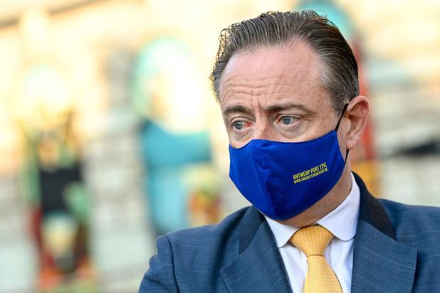 """Bart De Wever: """"je ne comprends pas que les restaurants doivent fermer"""""""
