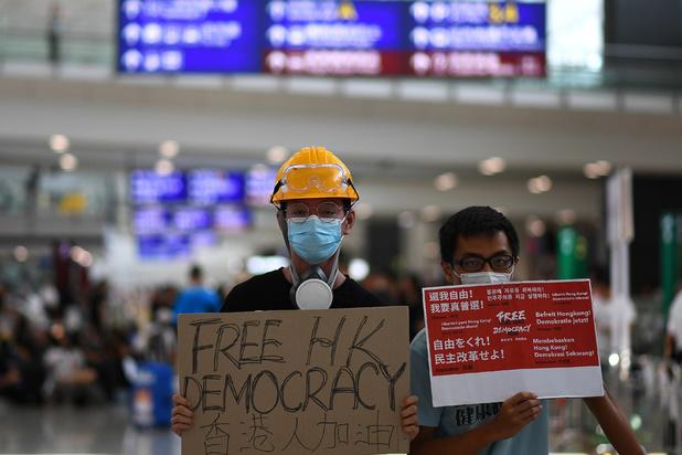 Hong Kong: tous les vols de lundi annulés en raison de la manifestation à l'aéroport