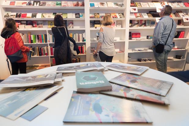 Dominique Biebau krijgt Hercule Poirotprijs op Boekenbeurs