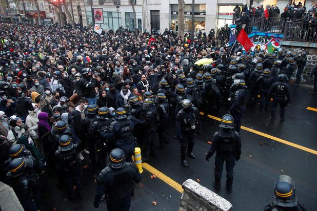 Les Français manifestent à nouveau contre une loi sur la sécurité
