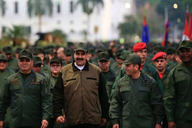 """Venezuela : Maduro passe à l'offensive contre les """"putschistes"""""""