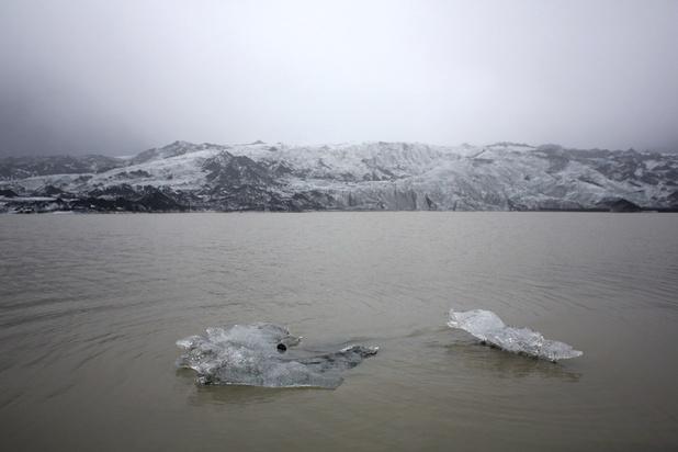 IJsland onthult gedenkteken voor eerste gletsjer die status verliest door klimaatopwarming