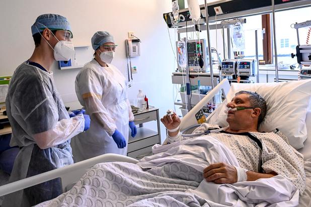 """Covid en Belgique : """"À ce rythme-là, le seuil de 1000 patients en soins intensifs devrait être atteint à la mi-avril"""""""