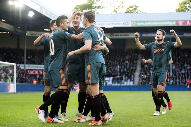 Ajax kroont zich voor 34e keer tot landskampioen