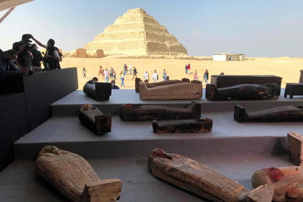 Cent sarcophages intacts dévoilés en Egypte