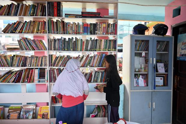 En Indonésie, une bibliothèque à ciel ouvert s'est nichée sous une voie rapide (en images)