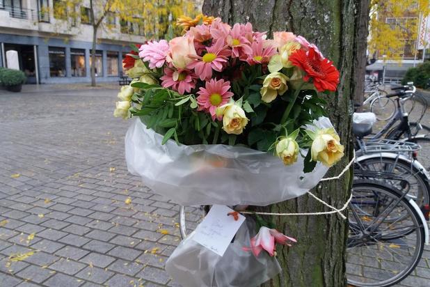 Bloemen voor man die stierf op de Grote Markt in Kortrijk