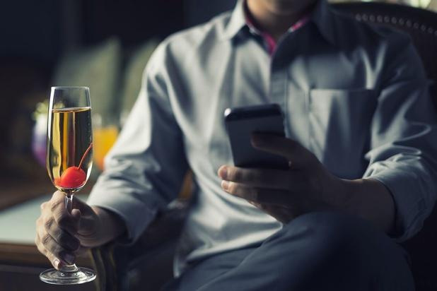 """Pas de flûtes et des radis, le combo idéal pour déguster le Champagne, même de manière """"virtuelle"""""""