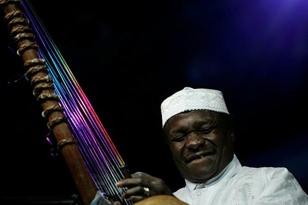 Musique et chants mandingues aux funérailles de Mory Kanté