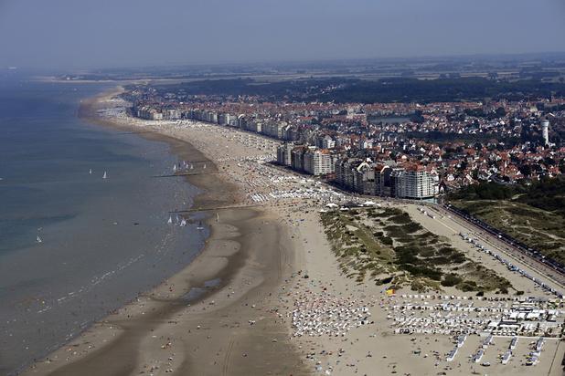 Affluence à la côte: plusieurs communes prennent des mesures pour limiter le nombre de touristes