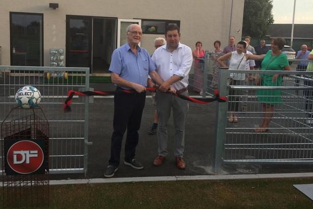 Nieuw kunstgrasveld Winkel Sport officieel ingehuldigd