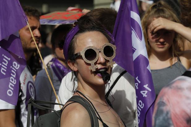 Zwitserse vrouwen komen massaal op straat voor gelijke rechten