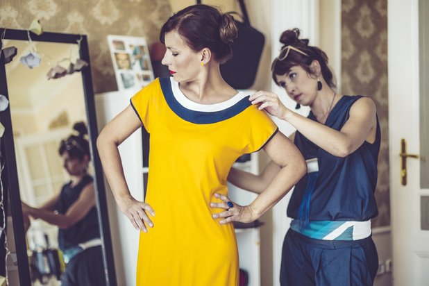 Transformer ses vêtements ou les louer pour consommer moins, tout en renouvelant sa garde-robe