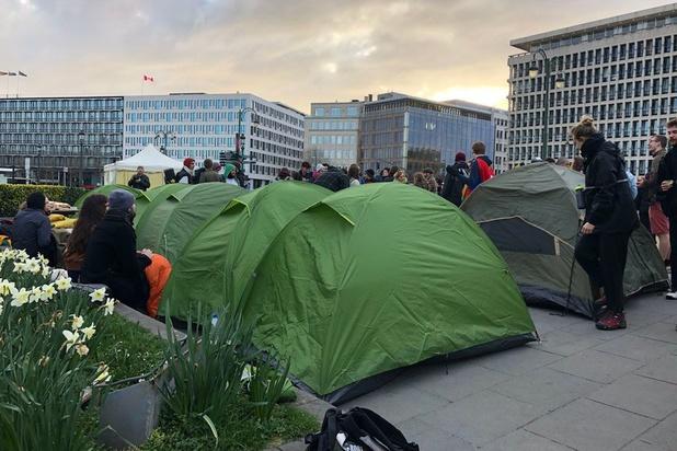 """Deuxième nuit de mobilisation au """"village du climat"""""""