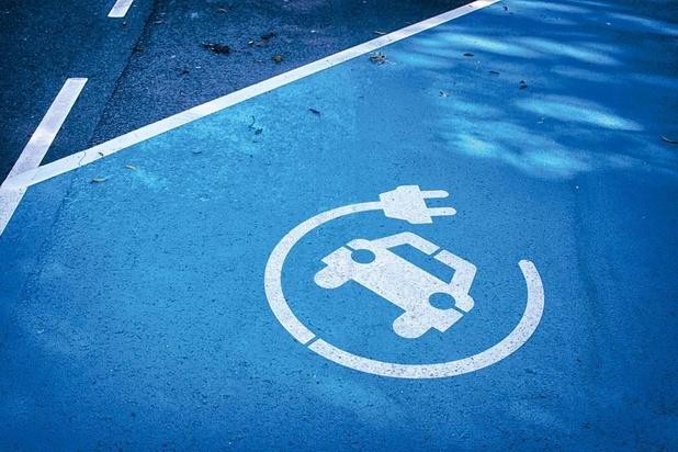Vlaamse regering zet premies voor elektrische wagens stop