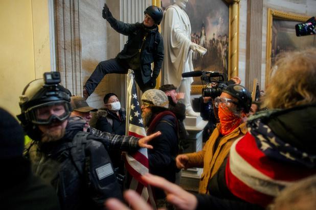 Images choc, cris, scènes de panique: l'accusation rejoue l'assaut du Capitole au procès de Trump