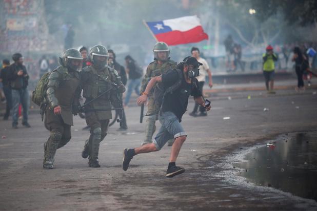 Chili : violents affrontements dans le centre de Santiago