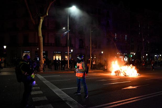 Rappeur incarcéré: nouveaux heurts entre police et manifestants à Barcelone