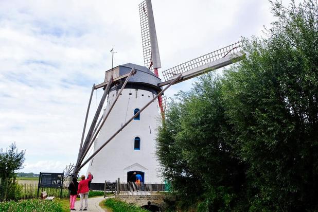 Gerestaureerde Sint-Karelsmolen in De Moeren en Kasteel van Beauvoorde publiekstrekkers op Open Monumentendag