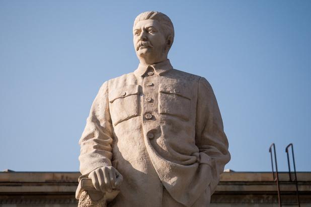 Quand Staline sort des eaux, une ville russe se déchire