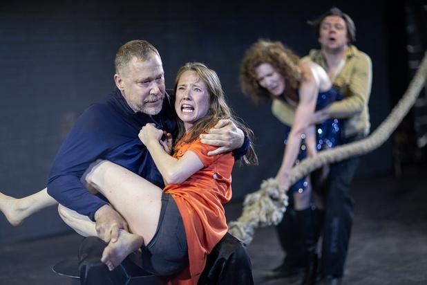 Ivo van Hove's snoeiharde voorstelling 'Age of Rage' is een schreeuw om verandering