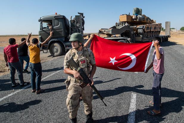 Syrie: les forces du régime se rapprochent de la frontière avec la Turquie