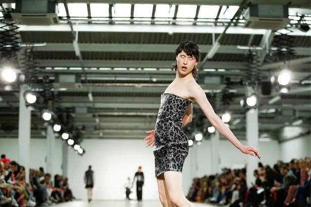 Des zombies et des femmes: les temps forts de la Fashion Week de Londres (en images)