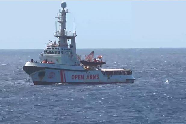 Nouvelle évacuation de migrants de l'Open Arms, pour raisons médicales