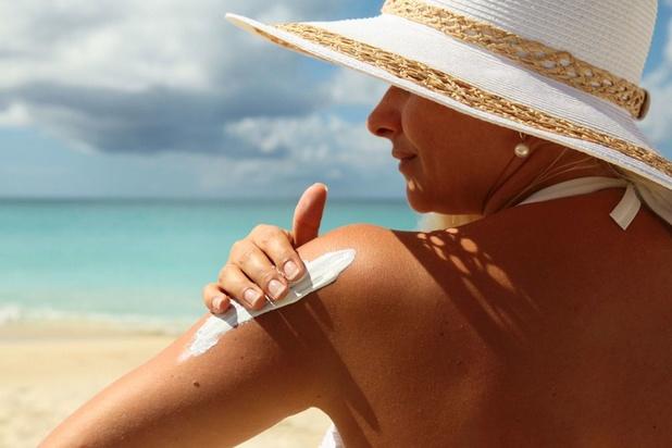 Six crèmes solaires épinglées par Test-Achats pour promesses non tenues