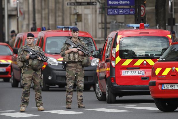 Vier politiemensen gedood bij steekpartij in Parijs