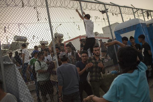 Incendie dans un camp de migrants en Grèce: au moins un mort et des émeutes