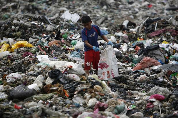 La Grande-Bretagne va rapatrier des conteneurs de déchets illégaux de Malaisie