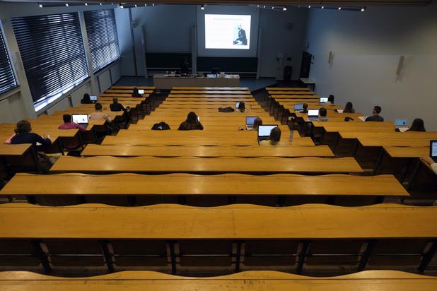 Les universités francophones préparées à la suspension des cours en présentiel