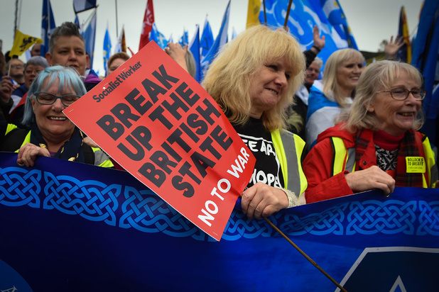 Tienduizenden deelnemers aan onafhankelijkheidsmars in Schotse hoofdstad Edinburgh