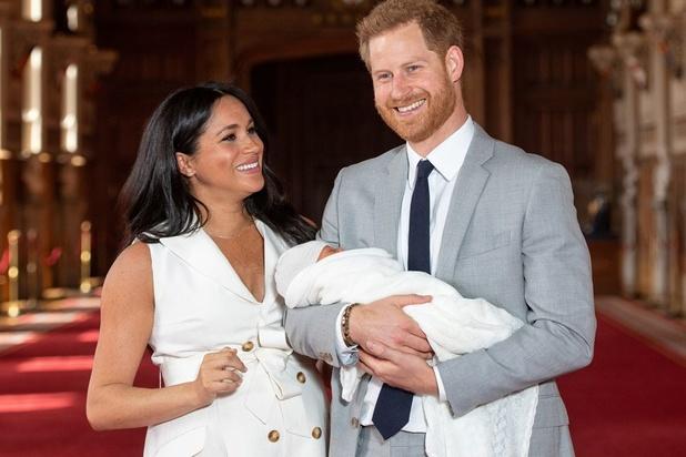 Meghan et Harry présentent leur bébé au public (en images)