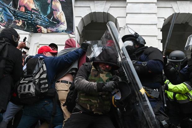 Décès d'un policier blessé lors d'affrontements avec des partisans pro-Trump