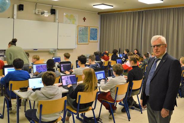 Brugse school Sint-Lodewijkscollege pioniert met digitaal examineren
