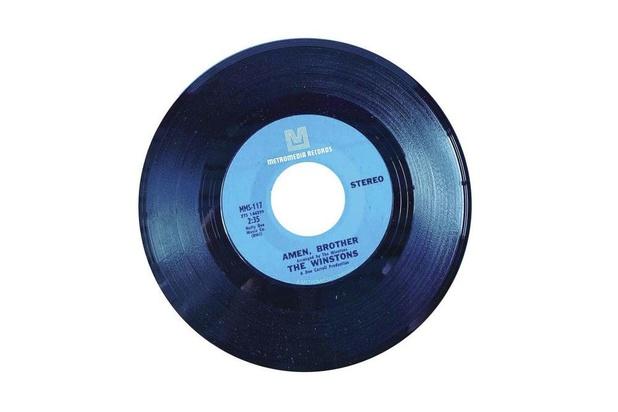 Deze drumsolo van zes seconden linkt David Bowie, Amy Winehouse en N.W.A. aan elkaar