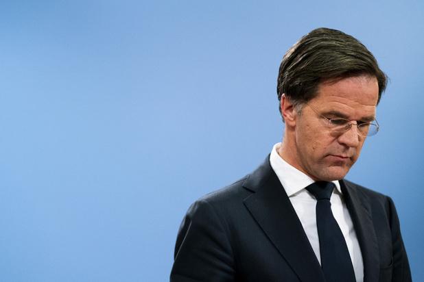 Pays-Bas: A peine élu, le Premier ministre Mark Rutte surmonte une motion de défiance