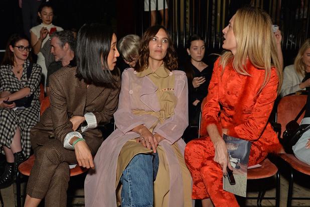 En s'ouvrant (un peu) au grand public, la fashion week amorce une révolution
