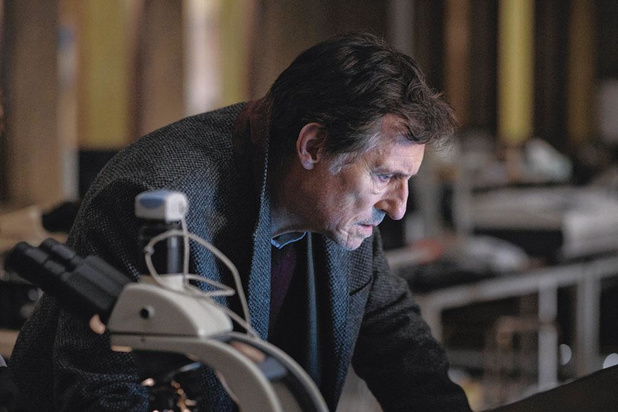 Gabriel Byrne in 'War of the Worlds': 'De dreiging in onze wereld komt van binnenuit'