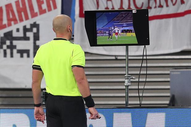FIFA werkt aan 'VAR light' om op grotere schaal te gebruiken