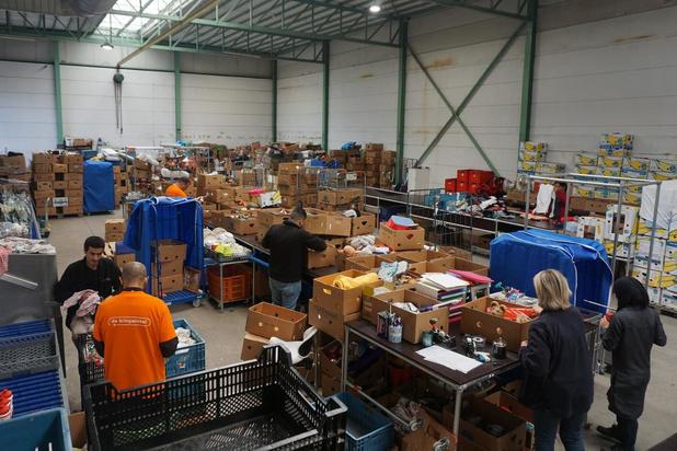 """Kringwinkel Kust verhuist hoofdzetel naar Karperstraat: """"Bijna 1 miljoen kilo spullen per jaar"""""""