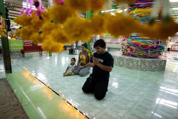 A Bangkok, on prie un fantôme pour échapper au service militaire