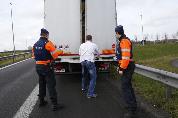 Onze migrants découverts dans un camion à destination de la Belgique