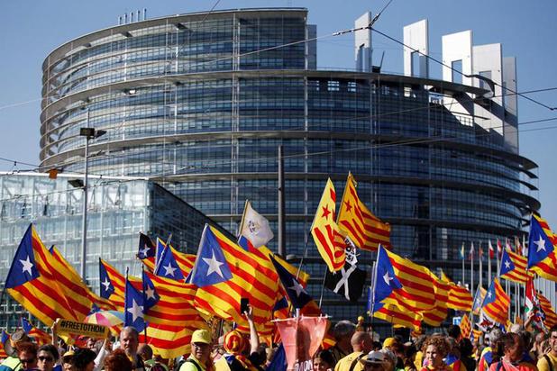 Protest bij openingszitting in Straatsburg: Catalanen klagen 'ondemocratisch Europees parlement' aan